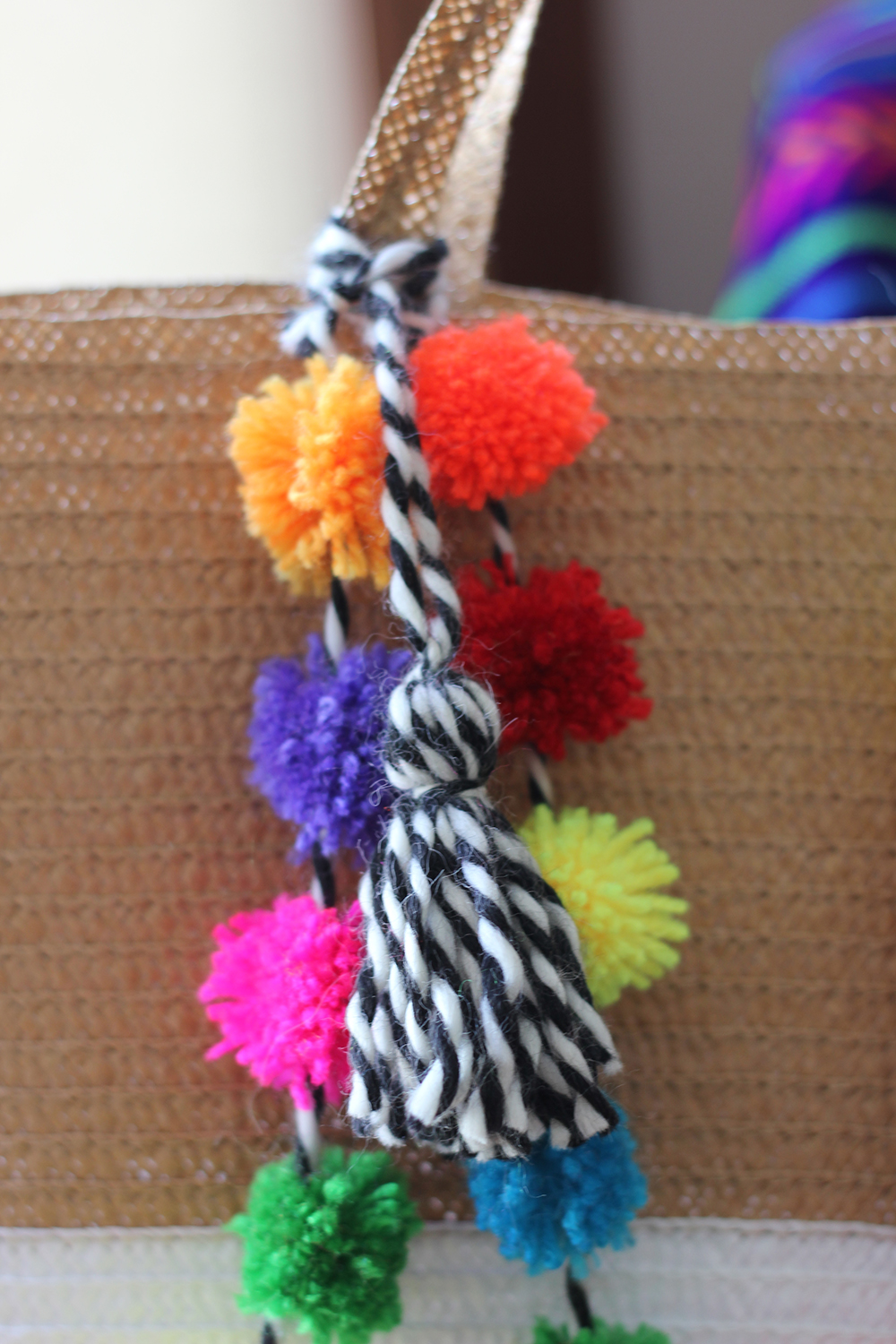 diy pom pom beach bag homemadebanana. Black Bedroom Furniture Sets. Home Design Ideas