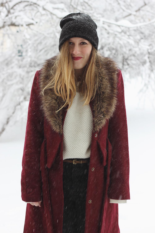 red-coat-fur-collar-snow-day-3