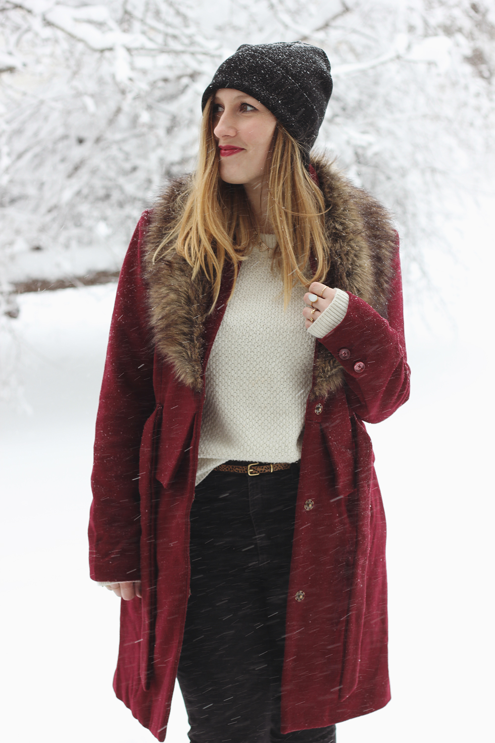 red-coat-fur-collar-snow-day-9