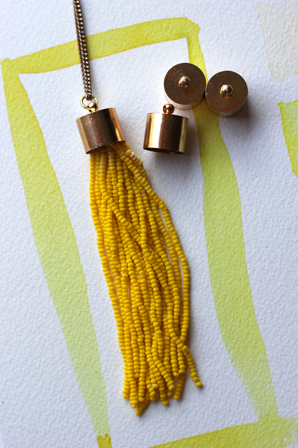 diy-yellow-tassel-necklace-7